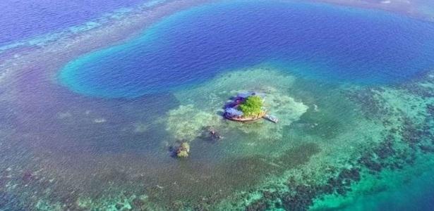 Propriedade fica no meio de uma pequena ilha em Belize - Reprodução/AirBnb