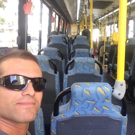Claudio Heinrich no ônibus - Reprodução/Instagram/claudioheinrich