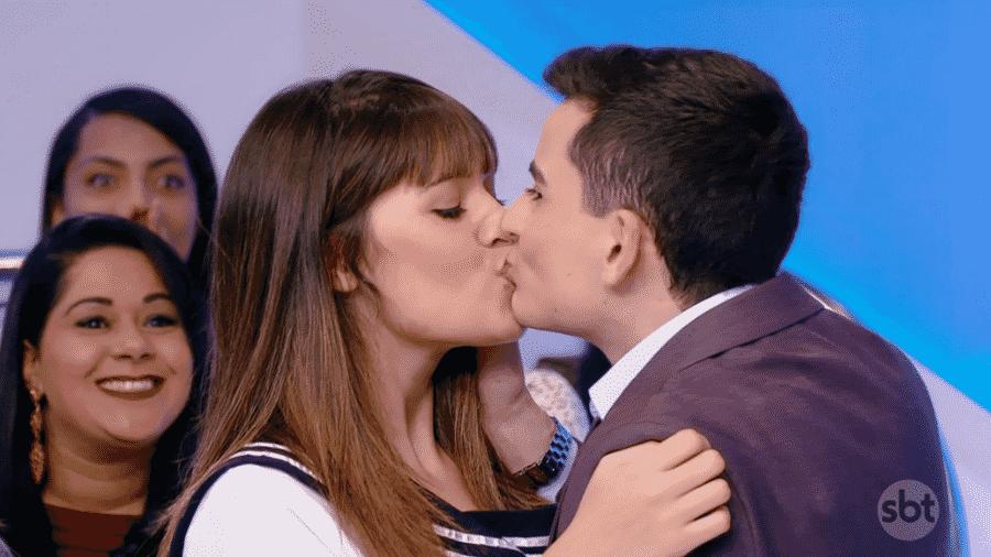 """Após """"fora"""" de Maisa Silva, Dudu Camargo beija menina no programa de Silvio Santos - Reprodução/SBT"""
