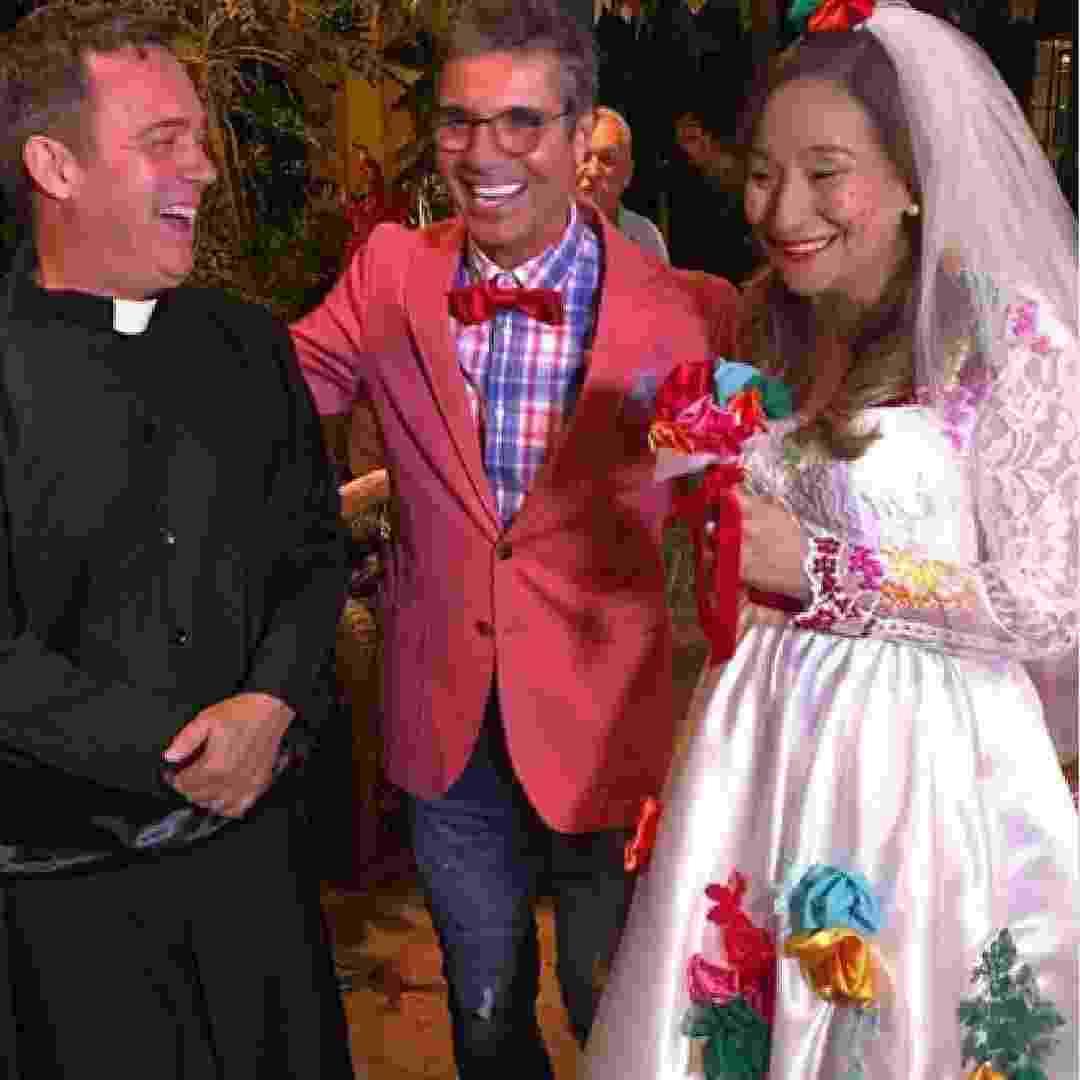 Sonia Abrão foi vestida de noiva ao lado de João Kleber e Tatola Godas - Reprodução/Instagram