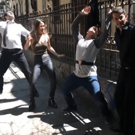 João Baldasserini, Nanda Costa, Thiago Martins e Marcelo Serrado dançam - Reprodução/Instagram/nandacostareal