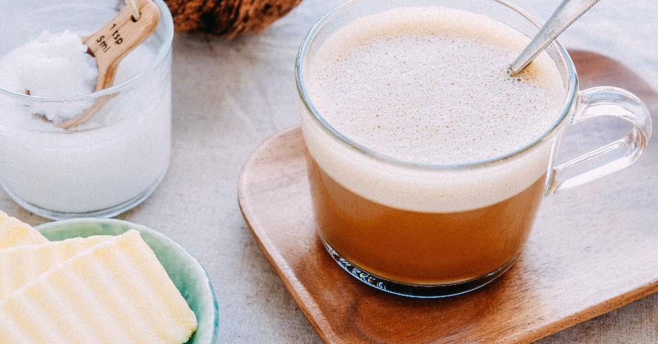 Bulletproof coffee, café a prova de balas, café com óleo de coco e manteiga ghee