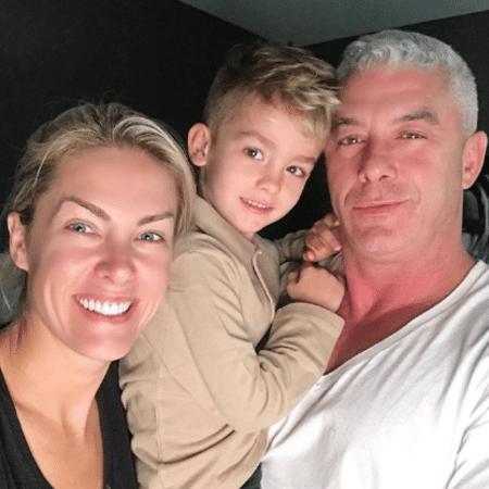 Ana Hickmann com o marido e o filho - Reprodução/Instagram