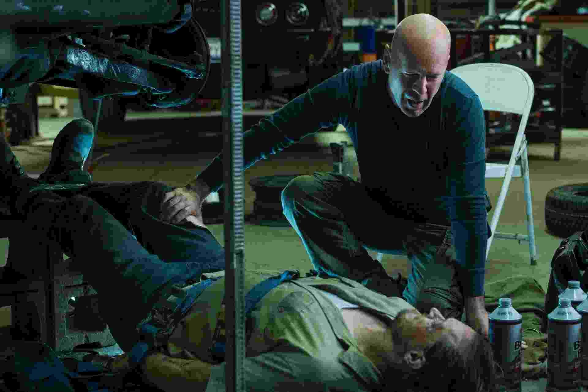 """Cena do remake do filme """"Desejo de Matar"""", com Bruce Willis no papel principal - Divulgação"""