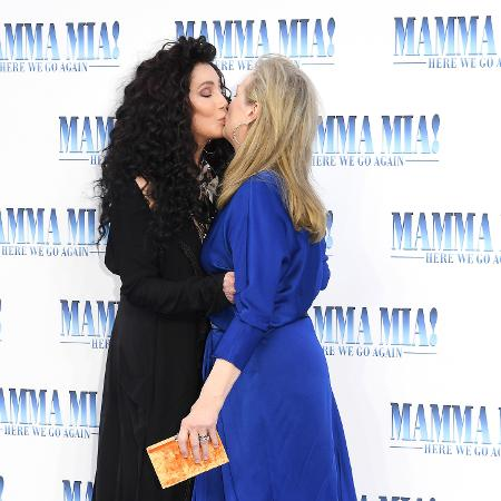 """Cher e Meryl Streep dão selinho em evento de """"Mamma Mia 2"""" - Getty Images"""