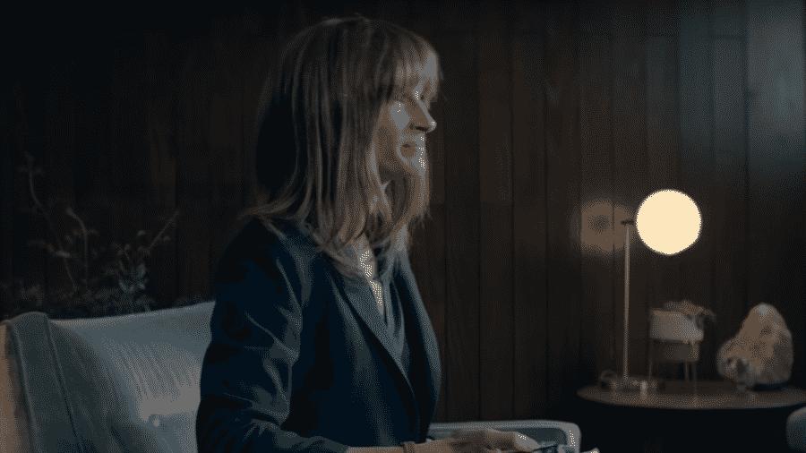 """Julia Roberts em cena de """"Homecoming"""", que está bem cotada para o Globo de Ouro - Reprodução"""