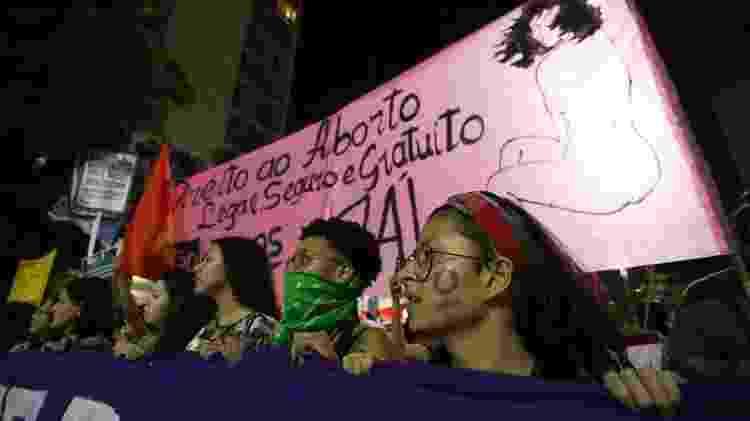 Mulheres de diversos movimentos sociais participam de protesto à favor da legalização do aborto na Avenida Paulista, região central de São Paulo, nesta quinta-feira, 19. O grupo luta pela legalização do aborto e o controle da escolha de decidir sobre o destino do próprio corpo - Fábio Vieira/FotoRua/Folhapress - Fábio Vieira/FotoRua/Folhapress