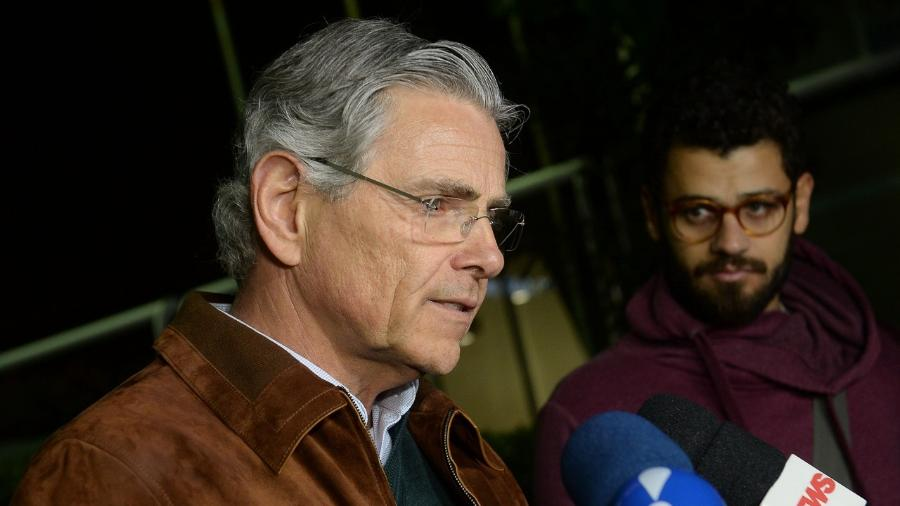 Sérgio Segall, filho de Beatriz Segall, fala com imprensa durante velório da atriz em São Paulo - Francisco Cepeda/AgNews