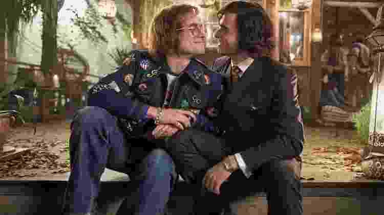 "Elton John (Taron Egerton) e John Reid (Richard Madden) em cena de ""Rocketman"" - Reprodução"