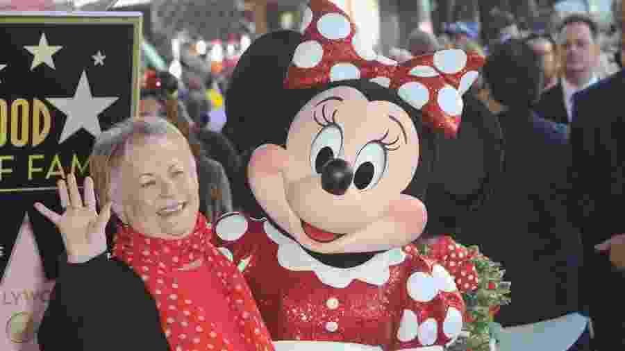 Russi Taylor e Minnie Mouse na celebração dos 90 anos da personagem em Hollywood, em janeiro de 2018 - Albert L. Ortega/Getty Images
