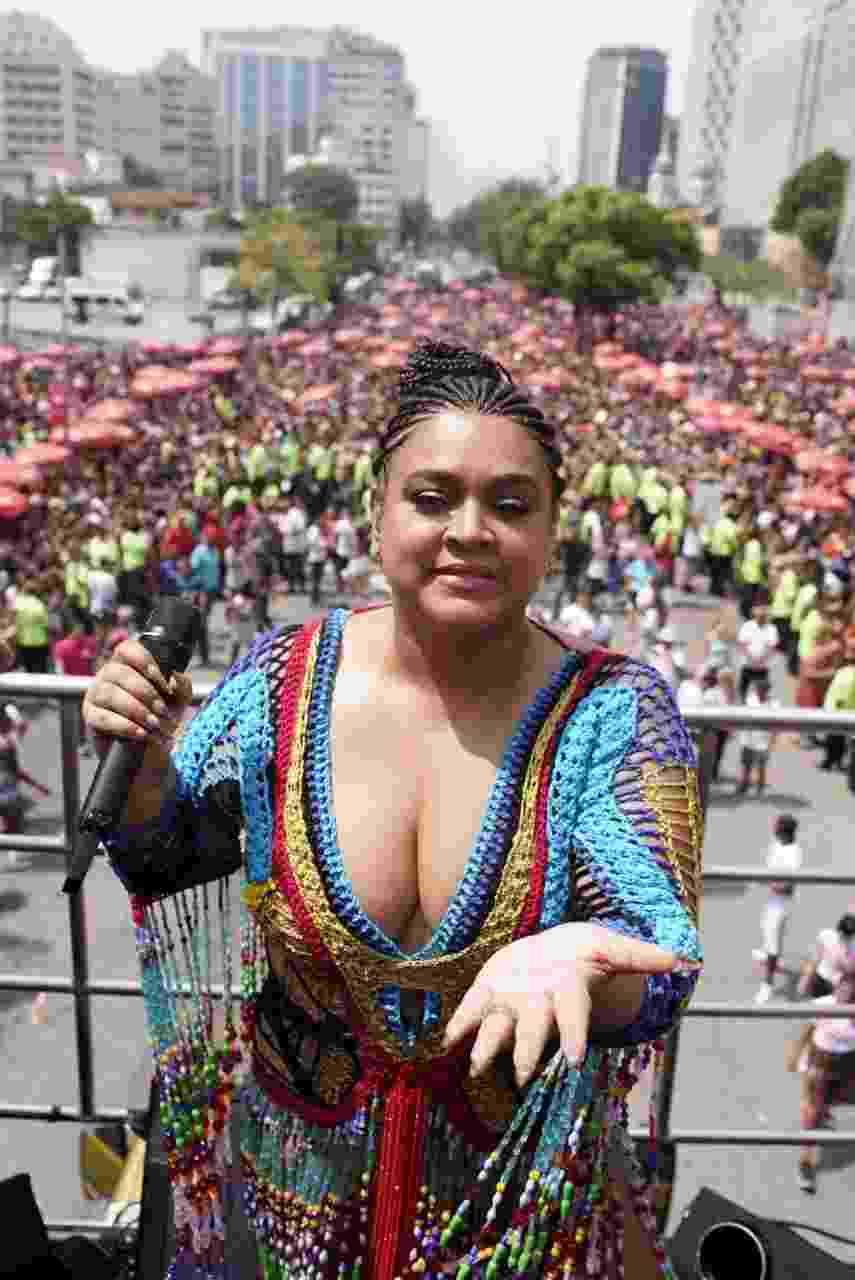 Preta Gil arrasta milhares de foliões para seu bloco no Centro do Rio - Ricardo Borges/UOL