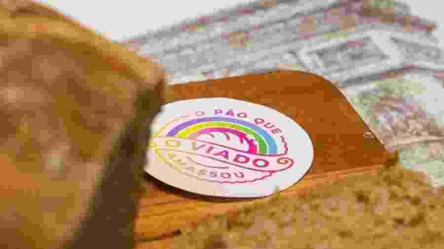 O Pão Que O Viado Amassou nasceu em 20 de abril -- aniversário de Cher -- e vende em média 100 pães por dia - Reprodução/Instagram