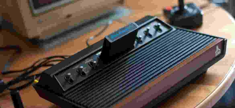 Um Atari 2600 VCS com o o clássico cartucho de Space Invaders - Robee Shepherd/FlickrVision