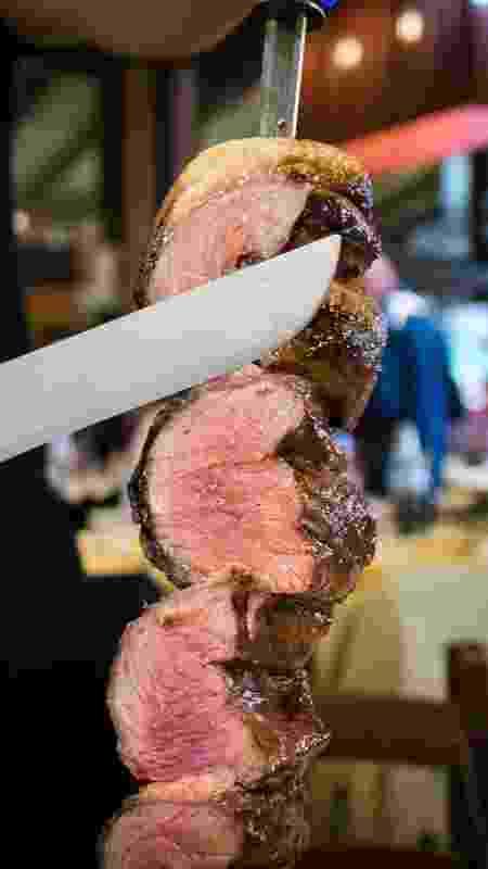 Espeto de picanha: bom churrasqueiro corta peça bem fininha, 'pré-mastigada' - Getty Images/iStockphoto - Getty Images/iStockphoto