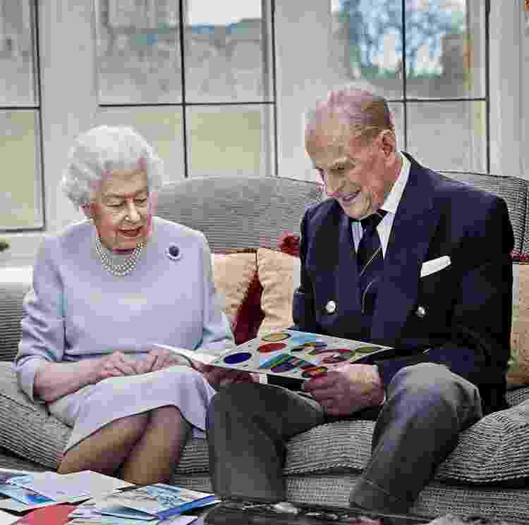 Rainha Elizabeth e príncipe Philip também já foram vacinados - Reprodução - Reprodução