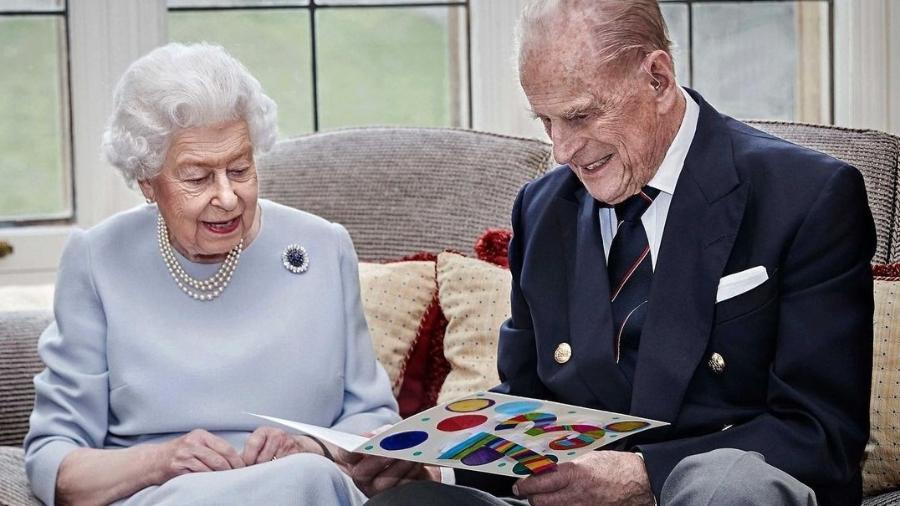 Rainha Elizabeth tem 94 anos, e Príncipe Philip, 99 - Reprodução
