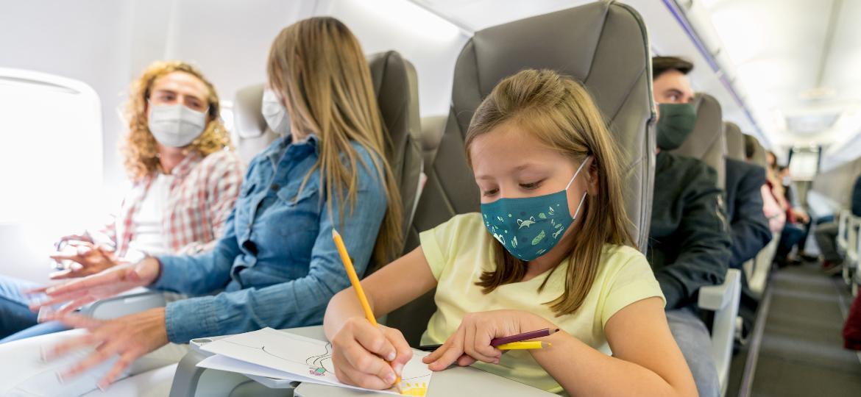 Crianças com mais de dois anos são obrigadas a usar máscaras dentro das aeronaves - Getty Image