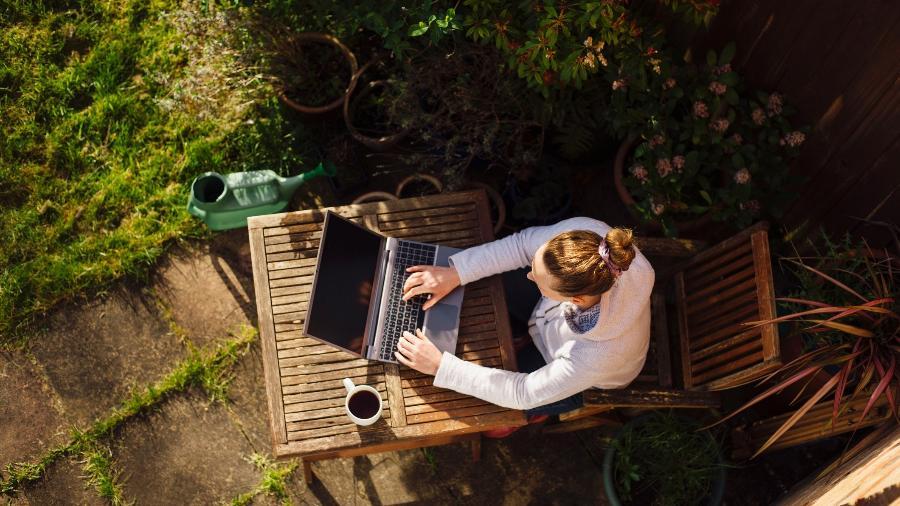 Notebook virou item essencial para home office em tempos de pandemia - Getty Images