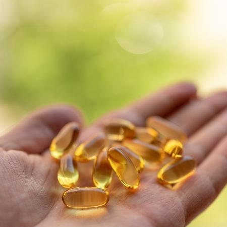A vitamina D está sendo estudada ? mas evidências até agora não são robustas o suficiente para sugerir tratamento com ela para a covid-19. - GO/iStock