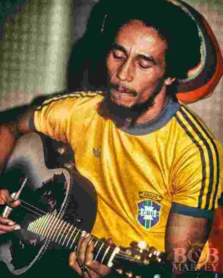 Torcedor apaixonado da seleção tricampeã do mundo, Bob Marley foi convidado a participar do lançamento da gravadora Ariola no Brasil - ACERVO BOB MARLEY - ACERVO BOB MARLEY