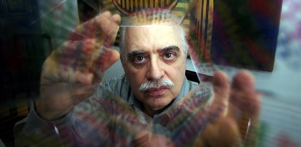 O poeta concretista Augusto de Campos, em foto de 2003; autor é primeiro brasileiro a levar o Prêmio Pablo Neruda no Chile - Luiz Carlos Murauskas/Folhapress