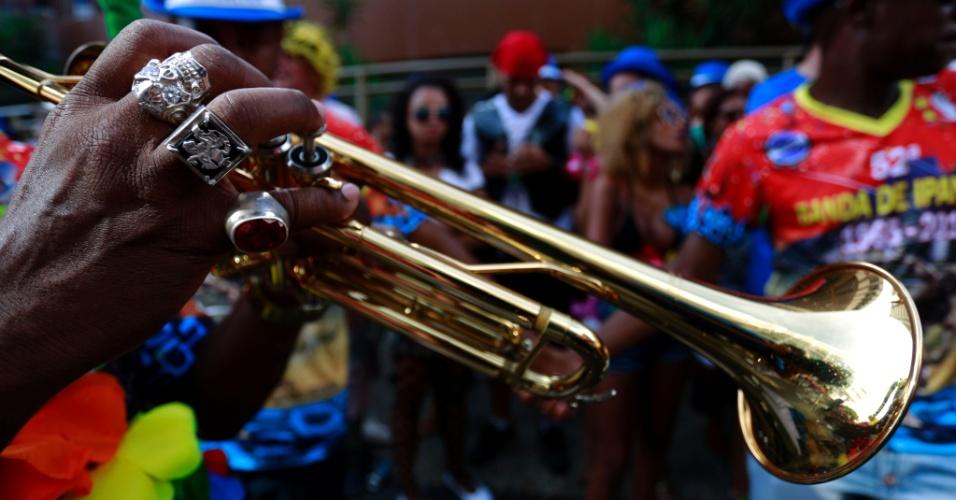 6.fev.2016 - Com repertório de marchinhas tocadas por cerca de 70 músicos, a Banda de Ipanema reúnem milhares de foliões na zona sul do Rio de Janeiro