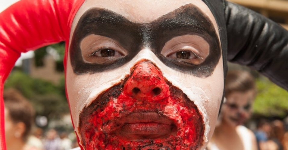7.fev.2016 - Zombie Walk de Curitiba chega a sua 9ª edição