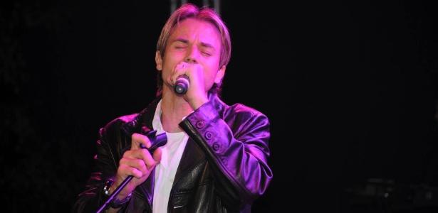O cantor francês Chris Durán, sucesso nos anos 1990, em recente show gospel - Reprodução/Facebook