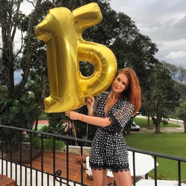 27.set.2016 - A atriz Marina Ruy Barbosa é também uma famosa bem atuante nas redes sociais. Nesta terça-feira (27), ela comemorou seus 15 milhões de seguidores no Instagram e caprichou na produção da imagem festiva.