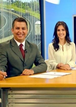 """Murilo Zara e Carla Moreno, âncoras do """"SPTV - Presidente Prudente"""" - Reprodução"""