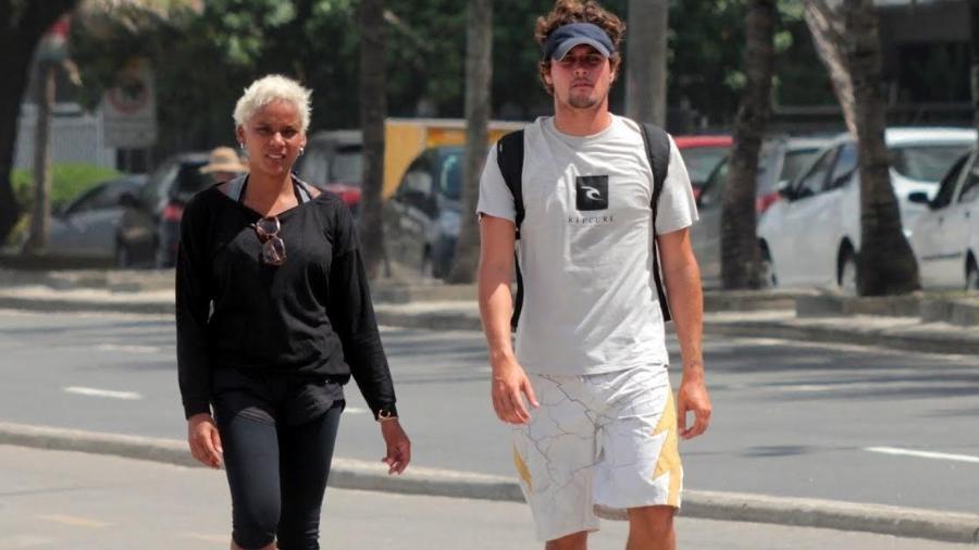 Aparecida Petrowky e Felipe Dylon caminham pelas ruas do Leblon, zona sul do Rio - Ag.News
