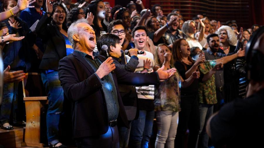 Pedro Bial canta com Chitãozinho & Xororó em seu programa na Globo - Ramon Vasconcelos/TV Globo