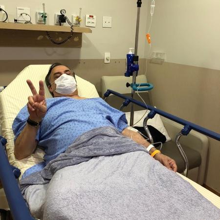 Após receber alta, Ronnie Von posta foto se recuperando em hospital - Reprodução/Instagram