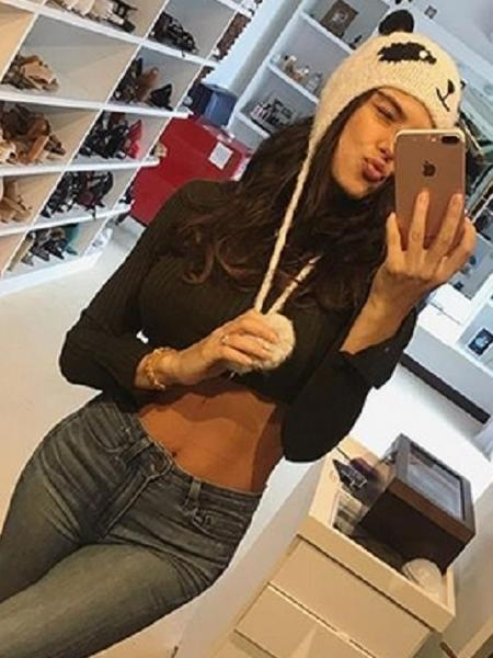 Isis Valverde posa com barriga seca - Reprodução/Instagram