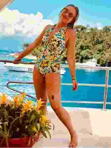 A apresentadora Angélica mostra a marca registrada em passeio de barco - Reprodução/Instagram