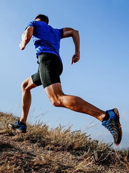 c160224bf90 Correr na ladeira desenvolve força e resistência e vai ajudar você a ser  mais rápido no terreno plano Imagem  iStock