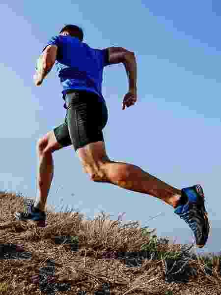 Correr na ladeira desenvolve força e resistência e vai ajudar você a ser mais rápido no terreno plano - iStock