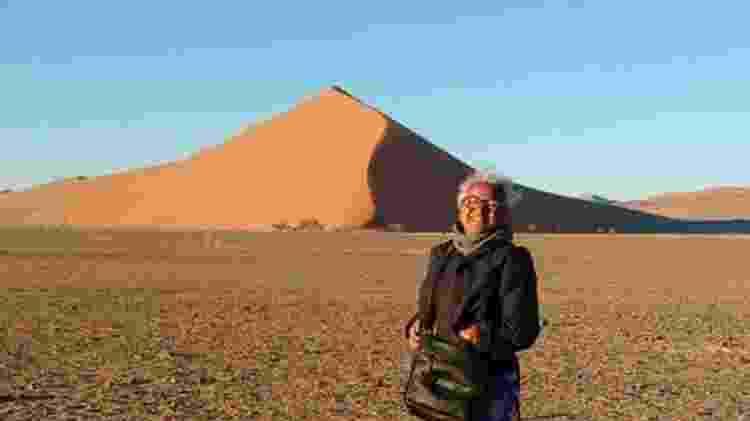 Na Namíbia, a segunda parada na África, a aposentada fez passeio pelo deserto - Reprodução/Facebook - Reprodução/Facebook