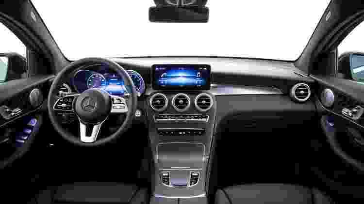 """Interior traz acabamento padrão Mercedes; silêncio a bordo impera e bancos """"abraçam"""" passageiros - Divulgação/Mercedes-Benz"""