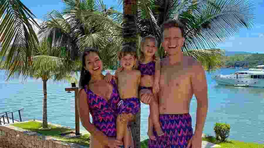 Thais Fersoza e Michel Teló com os filhos Melinda e Teodoro - Reprodução/Instagram