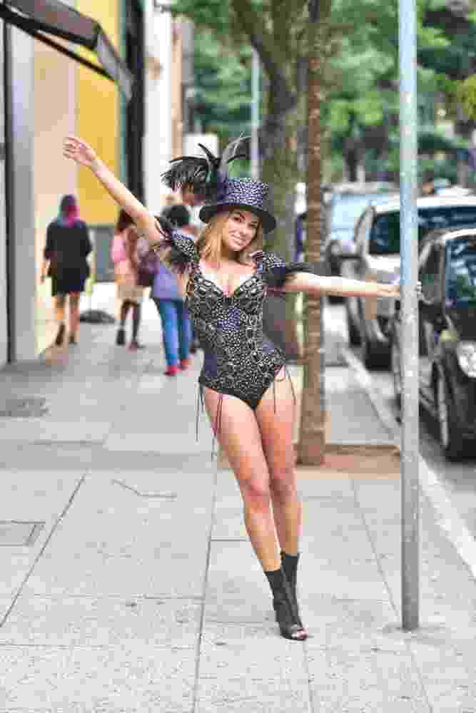 Munik Nunes faz ensaio na Rua Oscar Freire em antecipação ao Carnaval - Leo Franco / AgNews