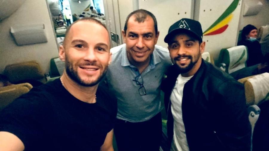 Fábio Carille (no centro) foi um dos líderes da empreitada que trouxe os brasileiros da Arábia Saudita - Arquivo pessoal