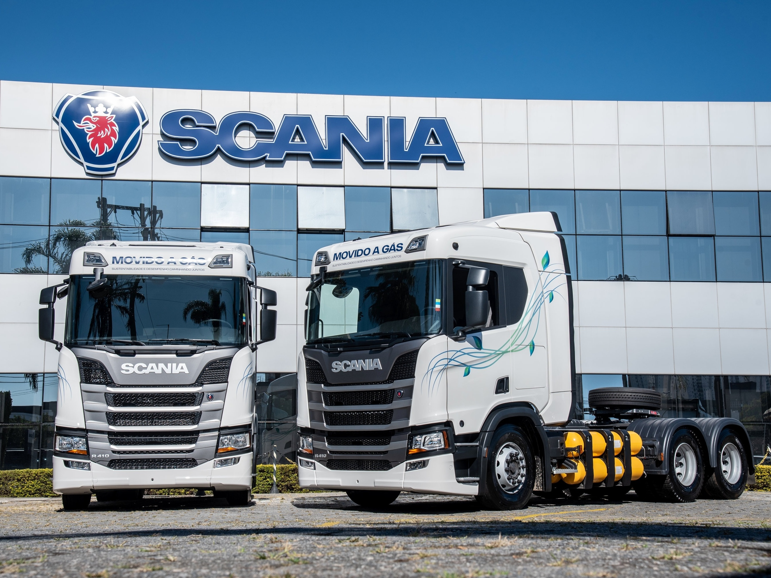 Scania delivers Brazil's first natural gas trucks