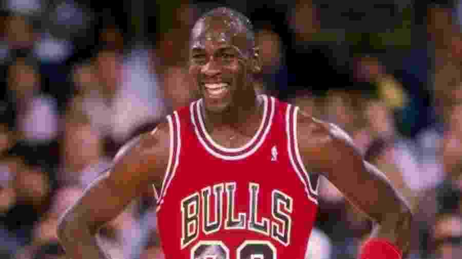 """Michael Jordan em cena do (fantástico) documentário """"The Last Dance"""", disponível na Netflix - Reprodução do YouTube"""