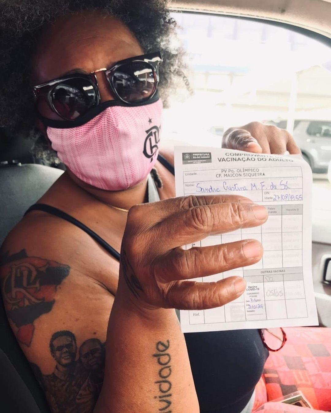Sandra de Sá recebe primeira dose da vacian contra covid-19 - Reprodução/Instagram