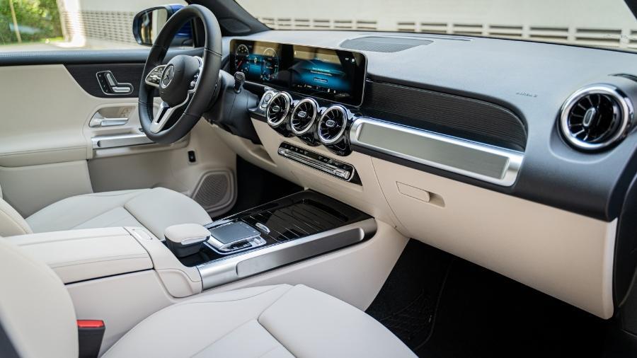 Nos Mercedes-Benz, alavanca do câmbio fica na coluna de direção, do lado direito, onde normalmente está a do limpador de para-brisa  - Divulgação