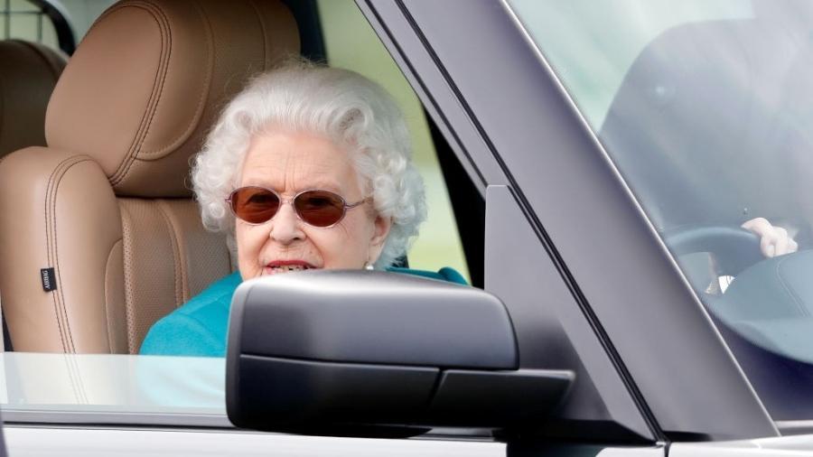 Rainha Elizabeth é vista dirigindo Range Rover aos 95 anos - Max Mumby/Indigo/Getty Images