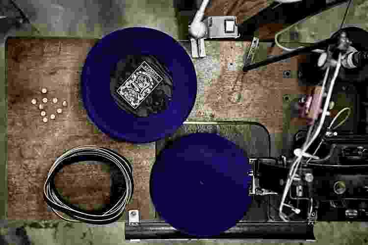 Registro do processo de fabricação das boinas francesas da Maison Laulhère - Divulgação - Divulgação