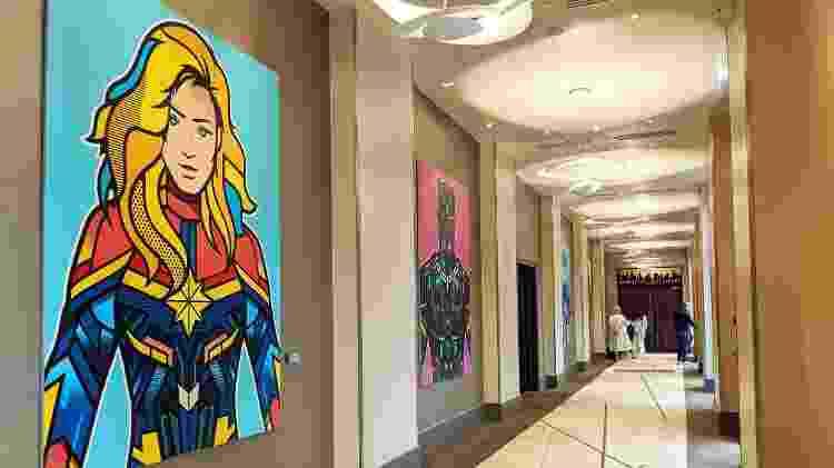 350 obras de arte inspiradas no mundo Marvel decoram os ambientes do hotel - Isabella Galante - Isabella Galante