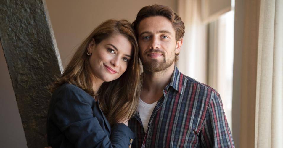 """Lívia (Alinne Moraes) e Felipe (Rafael Cardoso) se reencontram no século 21 em """"Além do Tempo"""""""